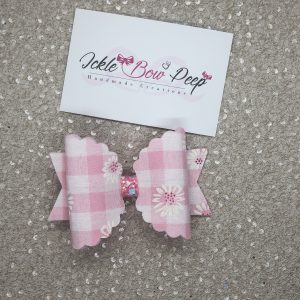Pink Gingham and Daisies Scalloped Medium Bow